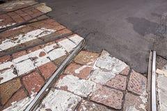 Tramwajowy kolejowy skrzyżowanie i martwy koniec na ulicie obrazy royalty free