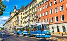 Tramwajowy Konstal 105NWr w centrum miasta Wrocławski Zdjęcie Stock