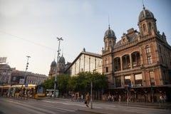 Tramwajowy omijanie główny buiding Budapest Nyugati Palyaudvar dworzec zdjęcie royalty free