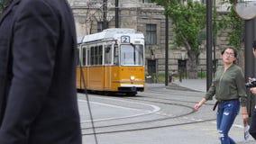 Tramwajowy omijanie obok w Budapest, Węgry zbiory wideo