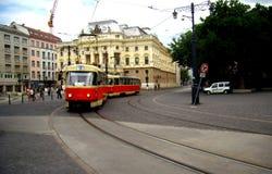 Tramwajowy samochodowy bieg przez ulic Bratislava zdjęcie royalty free