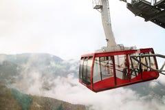 Tramway d'Airial de la porte de l'enfer S'élever jusqu'au dessus du bâti Tahtali Photo stock