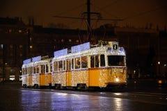 Tramway de fête de Noël en capitale de ville de Budapest de la Hongrie photo libre de droits