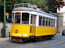 Tramway jaune de Lisbonne Photographie stock libre de droits