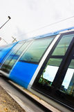 Tramway rapide avec la tache floue de mouvement image stock