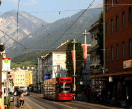 Tramway rouge d'Innsbruck Image stock