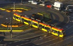 Tramway sur une rue de Varsovie Image stock