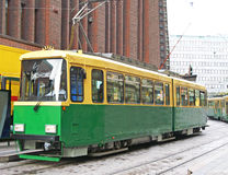 Tramway vert sur la rue Photographie stock