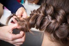 Tranças do Weave no barbeiro fotografia de stock