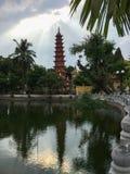 Tran Quoc pagod, den äldsta templet i Hanoi, Vietnam royaltyfria bilder