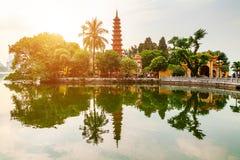 Tran Quoc-Pagode morgens, der älteste Tempel in Hanoi, Vietnam lizenzfreie stockfotos