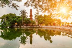 Tran Quoc-Pagode morgens, der älteste Tempel in Hanoi, Vietnam lizenzfreie stockbilder