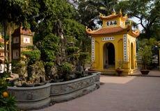 tran vietnam för hanoi pagodaquoc arkivbilder