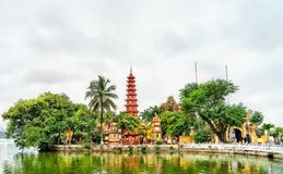 tran vietnam f?r hanoi pagodaquoc arkivbild