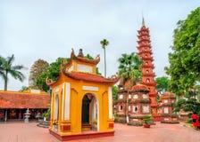 tran vietnam f?r hanoi pagodaquoc royaltyfri bild