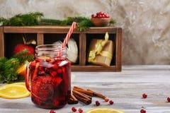 Tranbär och apelsin funderat vin med ingredienser Fotografering för Bildbyråer