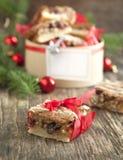 Tranbär, vit choklad och pecannötfyrkanter royaltyfri fotografi