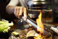 Tranche crue de boeuf pour le barbecue ou le yakiniku de style japonais photographie stock libre de droits