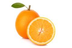 Tranche d'orange fraîche d'isolement sur le fond blanc Photographie stock libre de droits