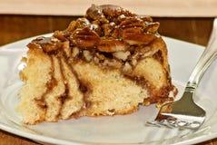 Tranche de gâteau au café de noix de pécan Image stock
