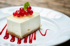 Tranche de gâteau au fromage de fraise Images libres de droits