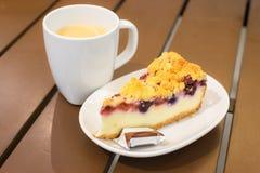 Tranche de gâteau au fromage de myrtille Photographie stock