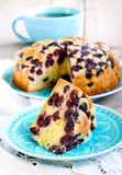 Tranche de gâteau de cerise d'éponge Photo libre de droits