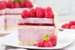 Tranche de gâteau de mousse de framboise Photo libre de droits