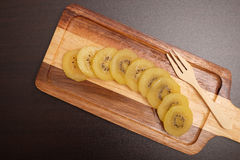 Tranche de kiwi jaune de kiwigold de plat Photos stock