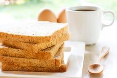 Tranche de pain de blé entier Images libres de droits