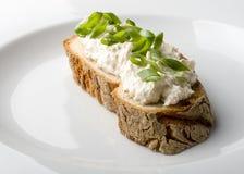 Tranche de pain servie d'un plat Image libre de droits
