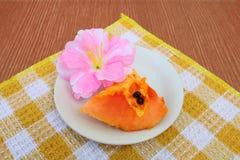 Tranche 3 de papaye photographie stock libre de droits