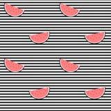 Tranche de pastèque sur l'illustration sans couture de fond de modèle de rayures noires et blanches Image stock