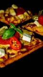Tranche de pizza - fond noir Images libres de droits