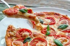 Tranche de pizza sur la fourchette Photos libres de droits