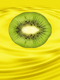 Tranche de plan rapproché pris par kiwi mûr sur le fond jaune. Photo stock