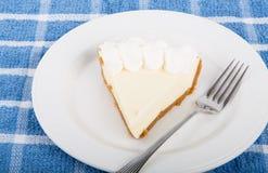 Tranche de tarte de citron de plat Photographie stock