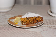 Tranche de tarte de noix de potiron d'un plat Image stock