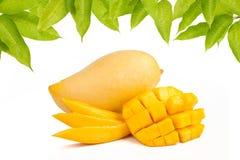 Tranche et feuilles de mangue Photographie stock