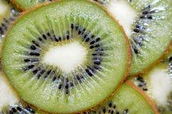 Tranche fraîche de macro de kiwis Photographie stock libre de droits