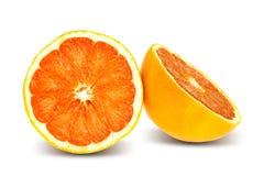Tranche mûre savoureuse d'orange d'isolement sur le blanc Photo libre de droits