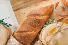 Tranches croquantes de baguette avec le potiron et la confiture d'oranges Image stock