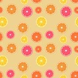 Tranches d'agrumes sans couture/modèle de répétition Tranches différemment colorées sur le beige léger illustration libre de droits