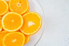 Tranches d'orange du plat image stock