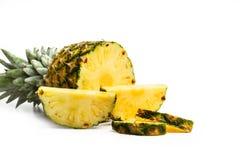 Tranches d'un ananas délicieux et juteux image stock