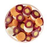 Tranches de carotte sur le blanc photographie stock libre de droits