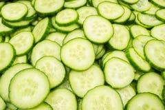 Tranches de concombre Images stock
