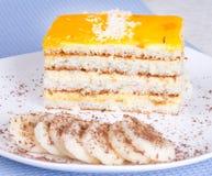 Tranches de gâteau de banane et de banane Image libre de droits
