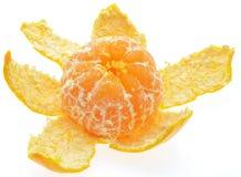 Tranches de mandarine d'isolement sur le backgroun blanc images stock