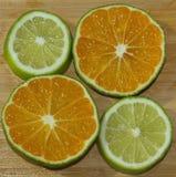 Tranches de mandarine et de chaux Photographie stock libre de droits